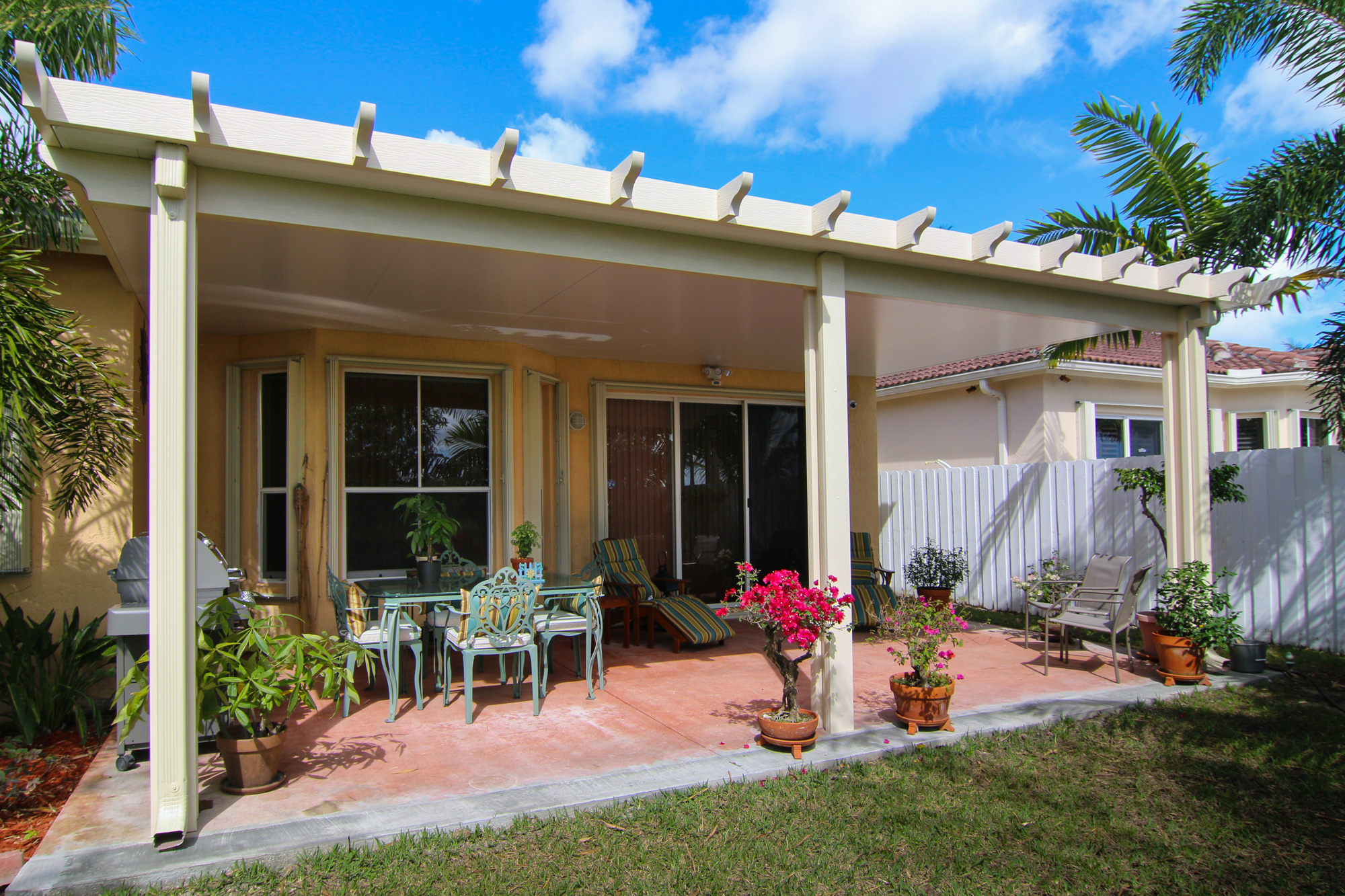 Any-patio-roof-can-be-dressed-up-with-our-Pergola-style-Alumawood-wraps-to-give-modern-materials-a-more-classic-look.