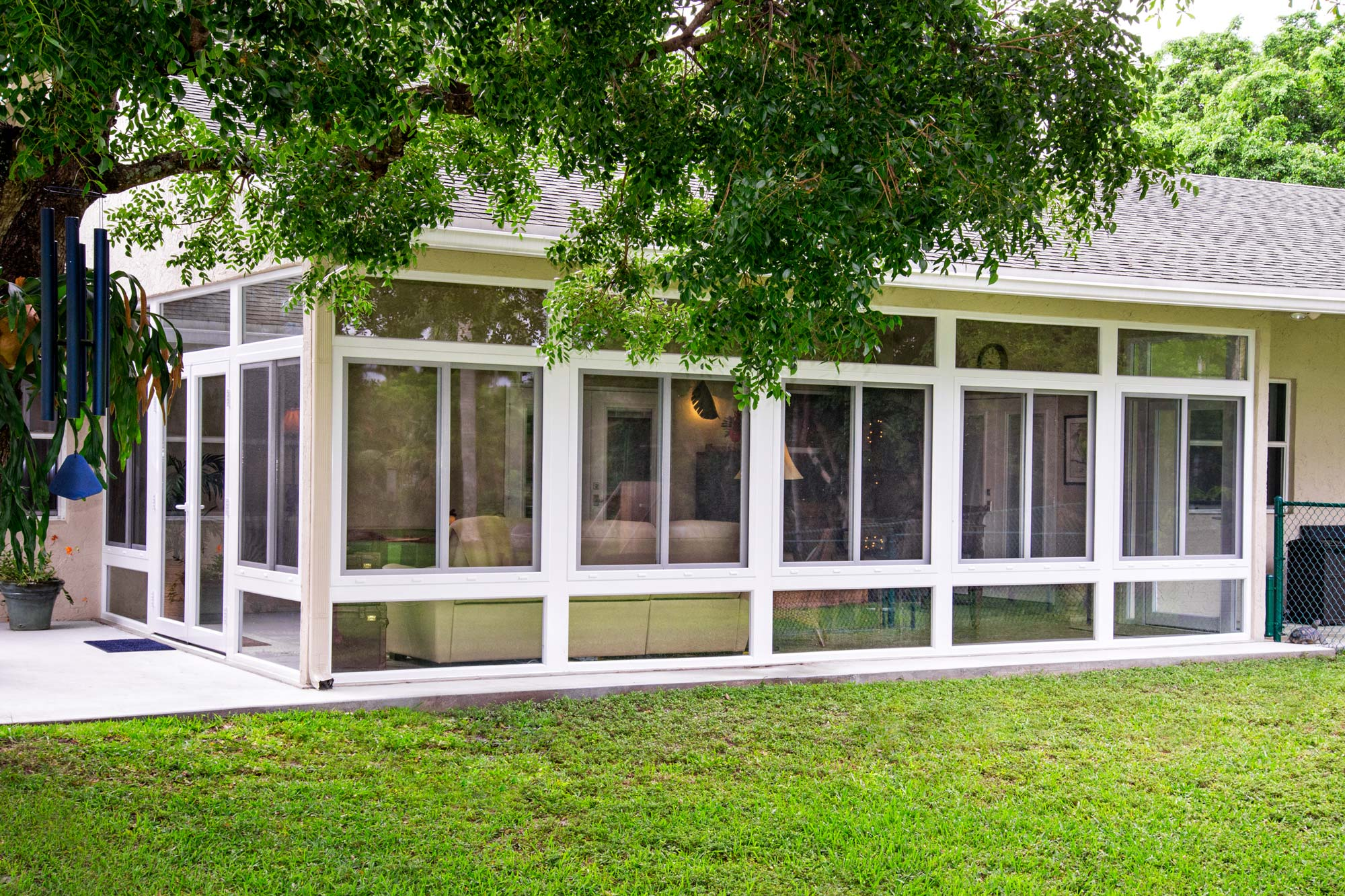 Exterior-View-of-an-Impact-Glass-Sunroom-Wall-System.