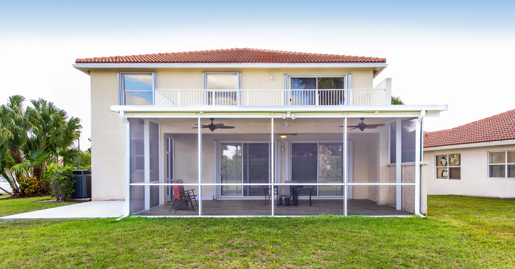 Insulated-Patio-Cover-with-Screen-Walls-creates-the-perfect-outdoor-florida-room.
